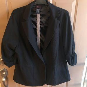 1 button 3/4 sleeve blazer